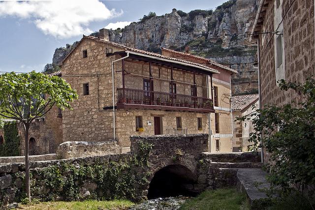 casas orbaneja del castillo