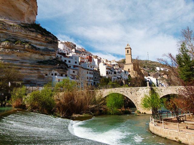 30 pueblos con encanto en castilla la mancha sensaci n rural - Casas alcala del jucar ...