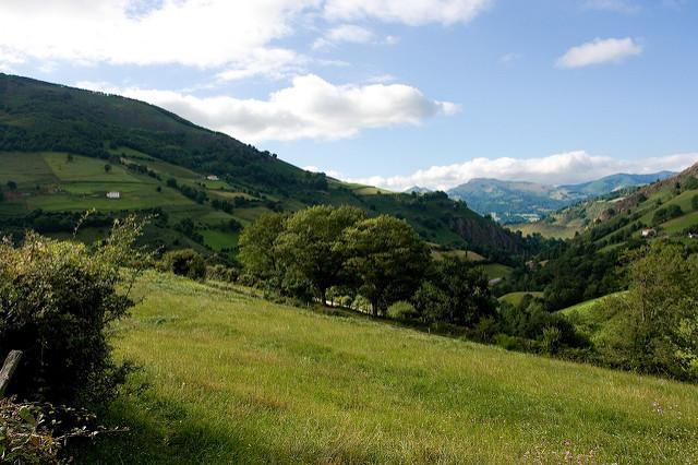 Valle de bazt n un pedazo natural y m gico de navarra - Casas en el valles occidental ...
