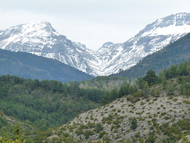 valle hecho pirineos