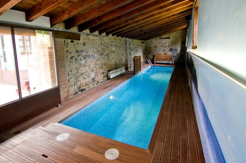 Un chapuz n en piscina climatizada un placer invernal - Casa rural piscina interior ...