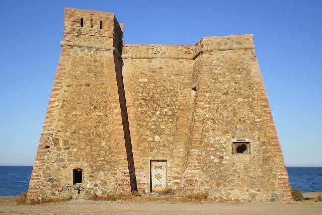 Castillo Torre de Macenas, en Almeria