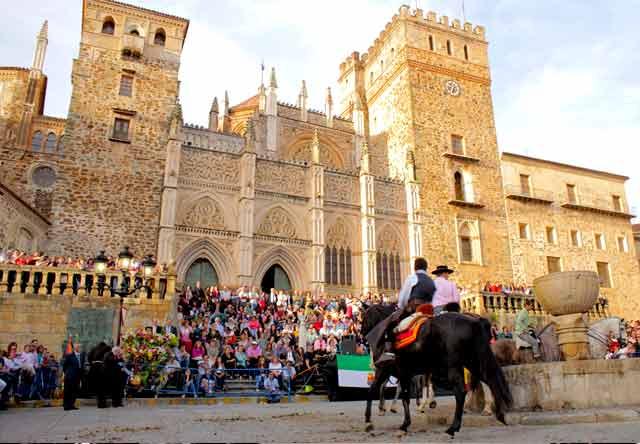 fiestas de la provincia de caceres la hispanidad en guadalupe