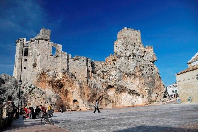 castillo-zuheros