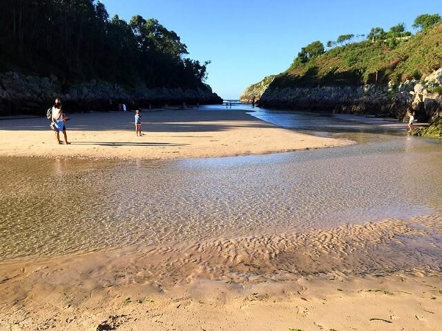 piscina playa guadamia asturias