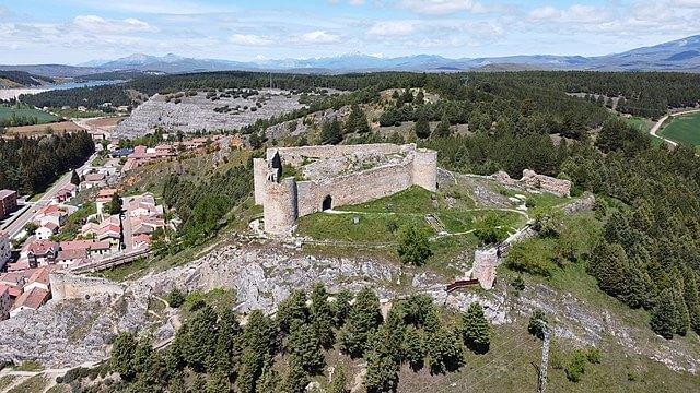 castillo aguilar campoo palencia